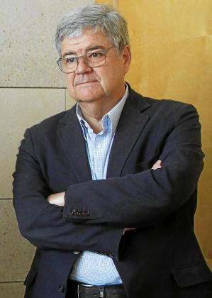 El catedrático de la Universitat Pompeu Fabra lamenta que la financiación sea una batalla entre partidos.