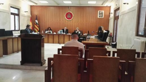 El acusado, durante el juicio.