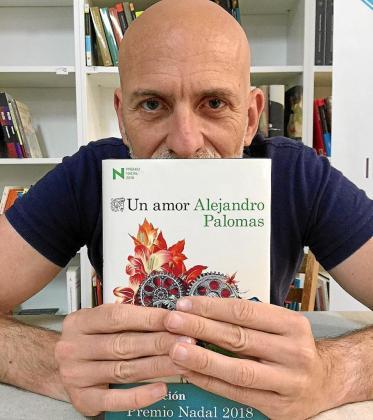 Imágenes del autor durante la presentación celebrada ayer en la librería Sa Cultural de Vila.