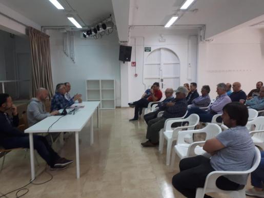 Los amarristas del puerto deportivo de Alcúdia se han reunido durante la mañana del sábado y han acordado negociar la revisión de tarifas directamente con Autoritat Portuària de Balears.