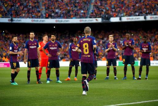 Andrés Iniesta, al comienzo del partido de la última jornada de Liga en Primera División ante la real Sociedad.