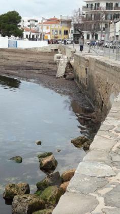La portavoz del PP de Palma, Margalida Durán, ha denunciado el «estado de abandono» del paseo de Cala Gamba.