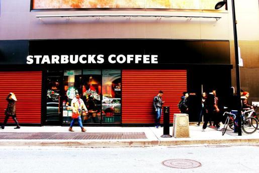 Imagen de un Starbucks británico.