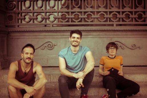 Els Catarres es un grupo de música en catalán ocn un estilo pop-folk.