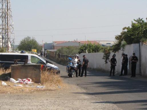 El Cuerpo Nacional de Policía ayer, durante el operativo de búsqueda desplegado en la finca cordobesa de los abuelos paternos de los dos hermanos de seis (Ruth) y dos años de edad (José), desaparecidos en Córdoba el pasado 8 de octubre. El operativo continúa hoy.