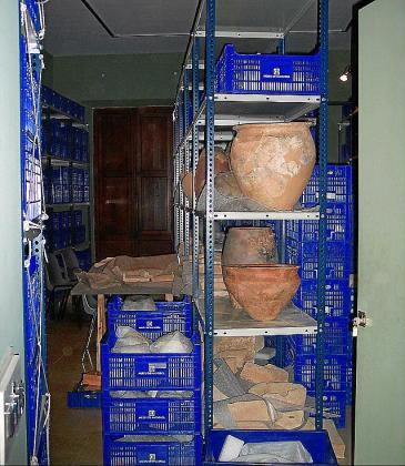 Restos arqueológicos en el almacén del Museu de Mallorca.