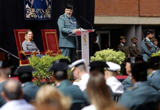 El coronel Jaume Barceló y la delegada del Gobierno, María Salom, ayer, durante el acto.