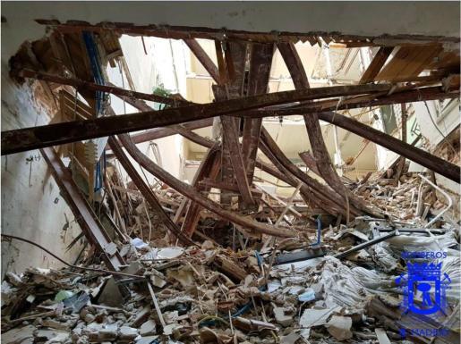 Fotografía publicada en la cuenta de twitter de Bomberos Madrid de los escombros del edificio.