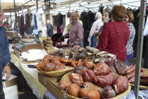 Los productos tradicionales de la matanza del cerdo en Mallorca, protagonistas de la Fira de sa Sobrassada.