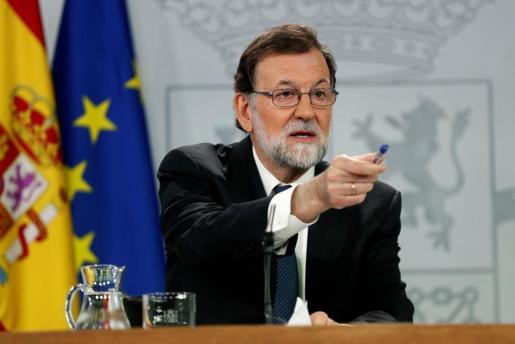 El presidente del gobierno Mariano Rajoy, durante su comparecencia ante los medios de comunicación en el Palacio de la Moncloa.