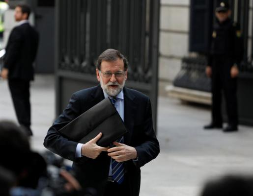 Spain's Prime Minister Mariano Rajoy arrives to attend a 2018 budget plenary session at Parliament in Madrid, Spain, May 23, 2018. Picture taken May 23, 2018. REUTERS/Paul Hanna SPAIN-POLITICS/