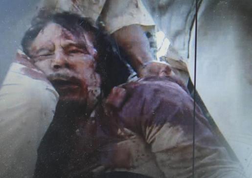 Imagen del cuerpo sin vida del líder libio de Muammar Gadaffi.