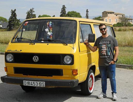 David Fernández tomó la acertada decisión de quedarse con la furgoneta Volkswagen Transporter T-3 de 1987 que era de su padre y de la que guardaba grandes recuerdos familiares