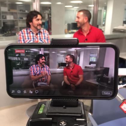 Amel Fernández(dcha.), director de Social Media Camp, y el redactor de Ultima Hora Enric Elosúa, han disertado sobre redes sociales.