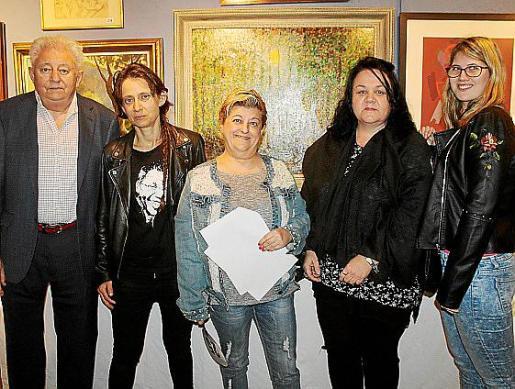 Eduardo Jaume, Sonia Gómez, Ascen Maestre, presidenta de SOS Mamás; Elena Parets y Elena Jaume.