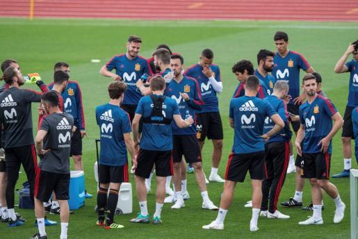 Los jugadores internacionales durante un entrenamiento de la selección española de fútbol para preparar el Mundial de Rusia 2018.