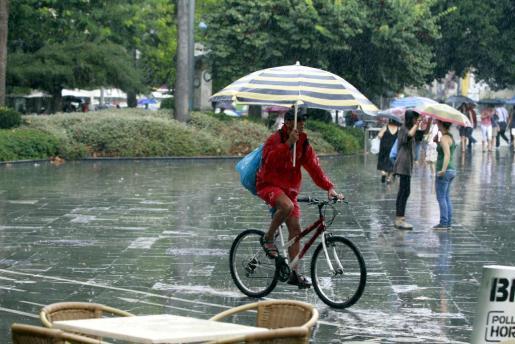 Una imagen muy simpática de una jornada de lluvia en Palma.
