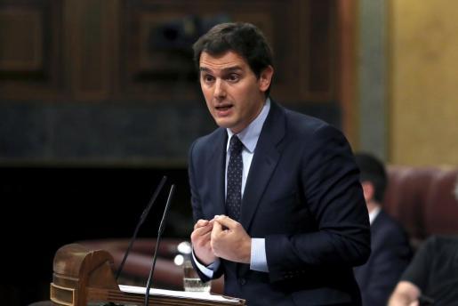 El presidente de Ciudadanos, Albert Rivera, durante su intervención en el debate de la moción de censura presentada por el PSOE contra el presidente del Gobierno, Mariano Rajoy.
