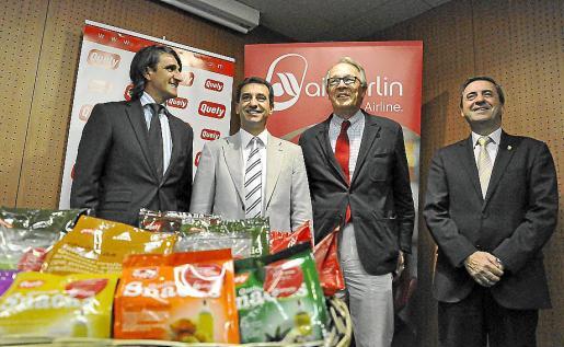 iel Coll, consejero de Quely; Biel Company, conseller d'Agricultura; Alvaro Middelmann, director de Air Berlín; y Pere Rotger, presidente del Parlament, en la presentación del acuerdo.