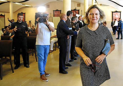 La delegada del Gobierno, Maria Salom, se convirtió este viernes en la protagonista involuntaria en un acto de reconocimiento de los trabajadores de seguridad privada.