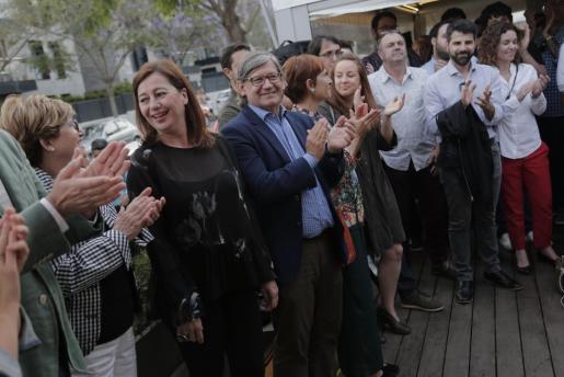 La 'fiesta de la rosa' que celebra cada año la agrupación socialista de Palma (en la imagen) coincidió este año con la preoclamación de Sánchez como presidente. El viernes, Armengol se sumó a la celebración entre aplausos.