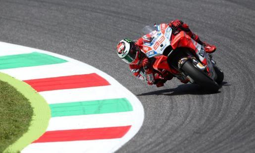Lorenzo se impuso por delante de los italianos Andrea Dovizioso (Ducati Desmosedici GP18) y Valentino Rossi (Yamaha YZR M 1).