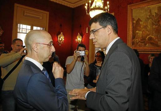 Jaime Far (izquierda) y Joan Rosselló, en la toma de posesión del primero como director de la Oficina Anticorrupción. El organismo fiscalizador que preside Rosselló, la Sindicatura ha presentado un duro pliego de alegaciones en contra de algunas pretensiones de Far.