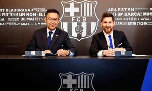 Messi , en una foto de archivo, junto a Bartomeu.