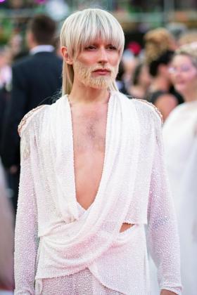 El cambio de look de Conchita Wurst en la apertura de la gala Life Ball, en Viena.