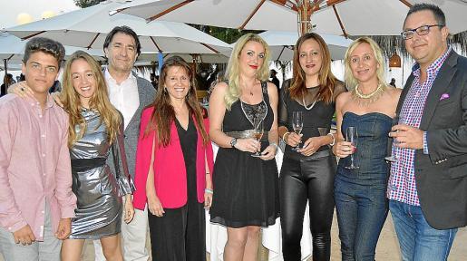 Alberto Romero, Aurora Bonet, Xavier Bonet, Aurora García, Carla Cóndor, Mónica Crespo, Patricia Enrique y Juan Carlos Enrique.