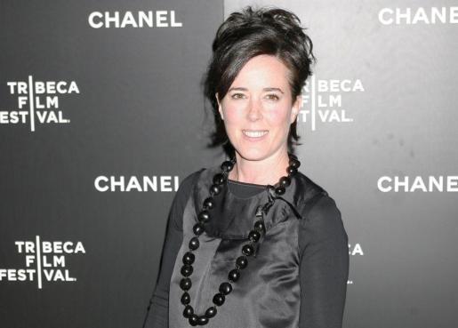 Fotografía de archivo que muestra a la diseñadora de moda estadounidense Kate Spade mientras posa a su llegada a una cena con motivo del festival de cine de Tribeca en Nueva York.