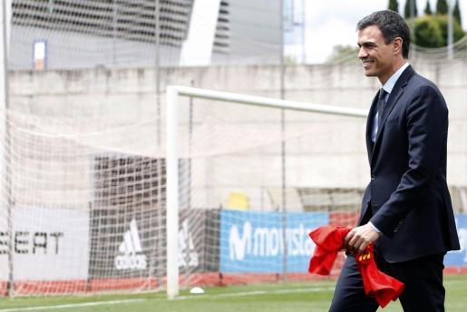 El presidente del gobierno Pedro Sánchez, durante la visita a la Selección Española en la Ciudad del Fútbol de las Rozas.