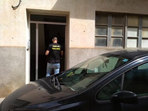 La Guardia Civil realiza registros en una operación policial contra una banda que robaba en colegios y residencias de ancianos de la Part Forana.