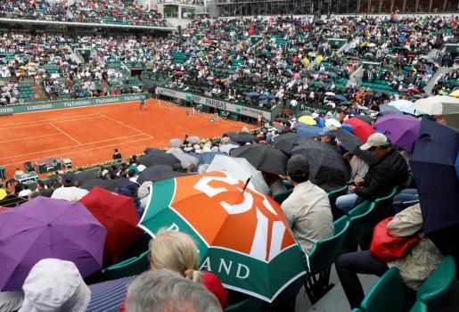 Detenido por la lluvia el partido de cuartos de Roland Garros entre Nadal y Diego Schwartzman