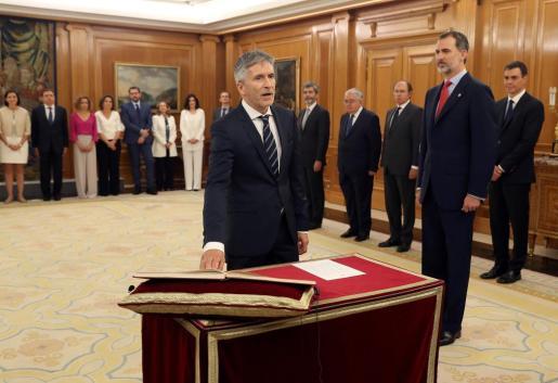 Fernando Grande-Marlaska jura su cargo como ministro del Interior del nuevo Gobierno de Pedro Sánchez en presencia del rey Felipe VI.