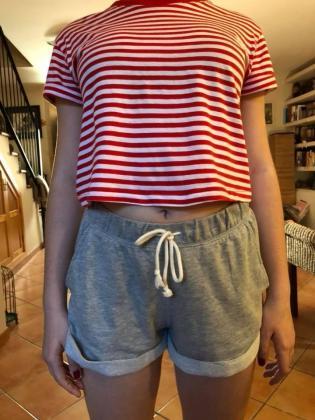 Jana acompañó su texto con la imagen de cómo iba vestida el día que fue insultada en el colegio.