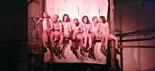 Un instante de los ensayos en Barcelona del espectáculo 'Manes', de la reconocida compañía la Fura dels Baus.