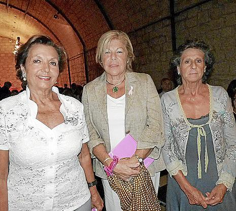 Manoli Barroso, Carmen Carreras y Mabel López.