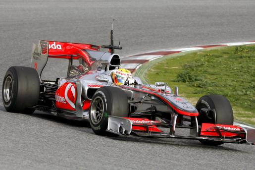 El piloto británico de Mclaren Lewis Hamilton, durante la cuarta y última jornada de entrenamientos oficiales de Fórmula Uno en el Circuit de Catalunya.