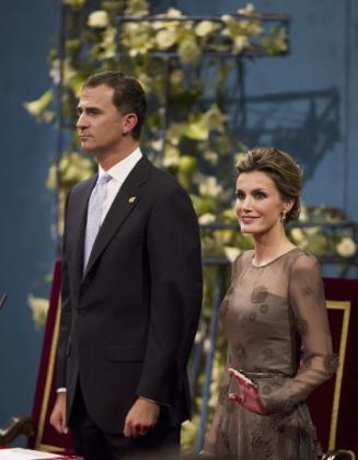 El príncipe Felipe y la princesa Letizia durante su asistencia al acto de entrega de los Premios Príncipe de Asturias 2011.