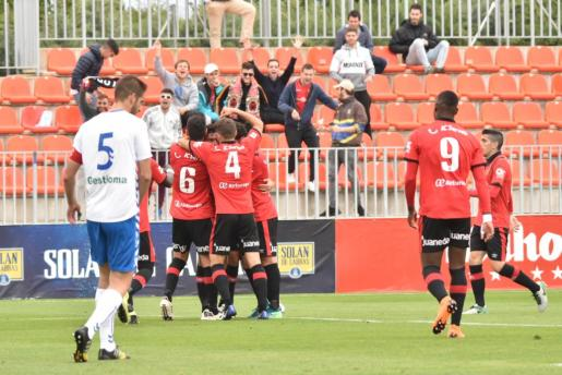 Los jugadores del Mallorca celebran el tanto de Xisco Campos.