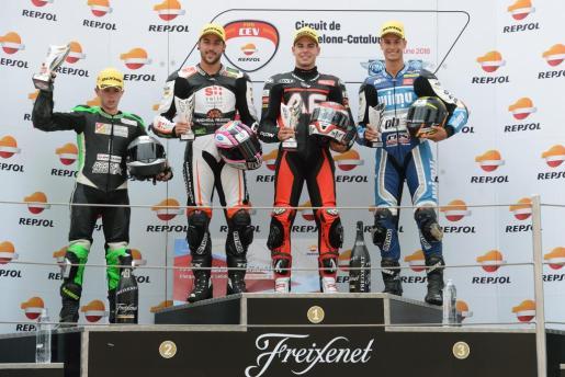 Augusto Fernández, en el podio del Europeo de Moto2, en Montmeló.
