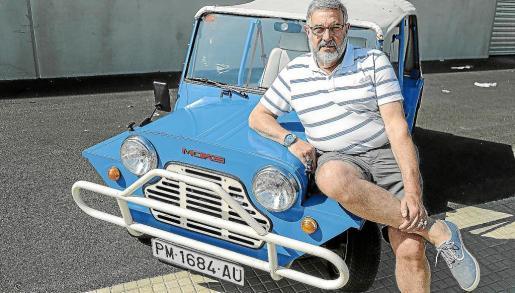 Armand Abadía es el propietrio de este pequeño Austin Rover Moke de 1988 que adquirió hace diez años
