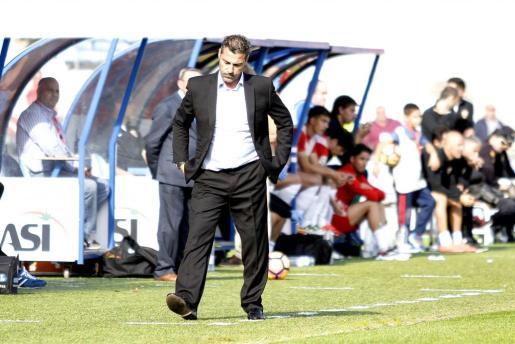 Javier Olaizola, actual entrenador del Levante B, durante su etapa como técnico del Mallorca.