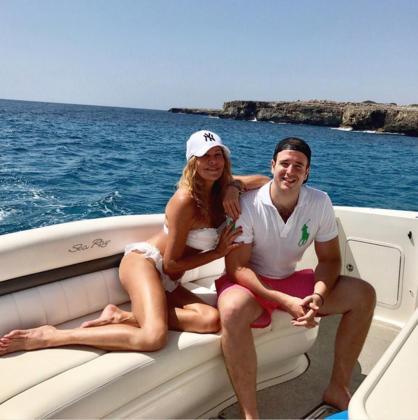 Imagen de archivo de Ana Obregón, y su hijo Alessandro Lequio Junior, de vacaciones en la Costa dels Pins.