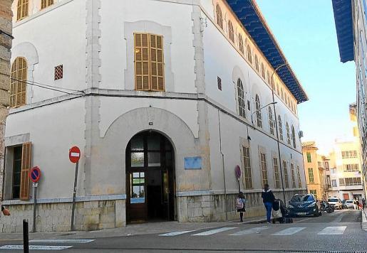 El edificio de la residencia Miquel Mir, situado en la céntrica calle de Sant Francesc de Inca, será objeto de una «reforma integral» presupuestada en 3,5 millones de euros.