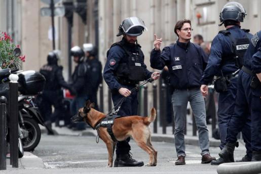 Despliegue policial en París tras la toma de rehenes.