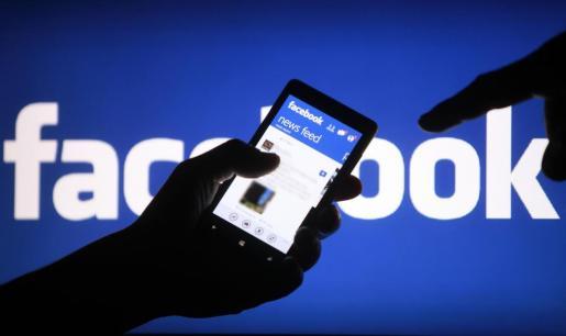 Facebook ha explicado que cuando un usuario no registrado accede a una aplicación o una web que emplea sus herramientas recoge el registro de visitas y de dispositivos desde los que se ha accedido, pero no información que pueda identificar a la persona.