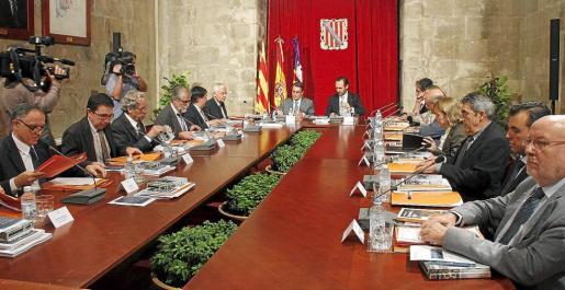 La reunión de la junta rectora del IRL estuvo presidida por José Ramón Bauzá y Artur Mas en el Consolat de Mar. n FOTO: TERESA AYUGA