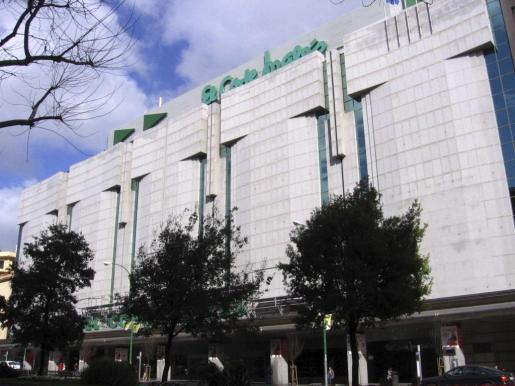 Relevo al frente de El Corte Inglés. Imagen del establecimiento de las Avenidas de Palma.